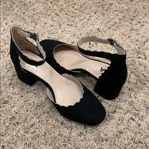 Kitten heel dress shoe